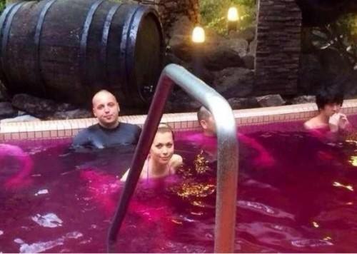Ранее Антон Гонтарев прославился своими фотографиями купания в вине с девочками в Японии