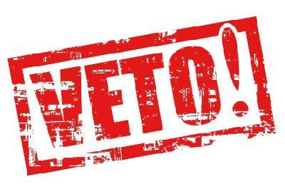 #Порошенко просять ветувати грабіжницький закон про обмеження посилок